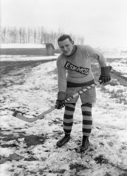 Ante-Oiler: Duke Keats, star of Edmonton's Eskimos from the old WCHL and a future Hall-of-Famer, out for a country ramble during the 1921-22 season. (Photo: Glenbow Archives, NC-6-8095)