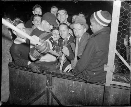 Old Poisoner: Nels Stewart at a Boston Bruins community clinic in 1934. (Photo courtesy of the Boston Public Library, Leslie Jones Collection)