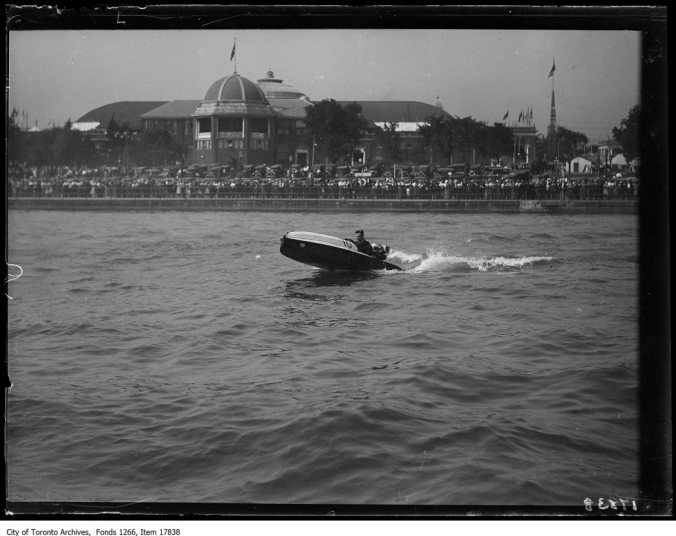 See Flea: Ready for racing, a sea flea on the water at Toronto's Canadian National Exhibition in September of 1929.)