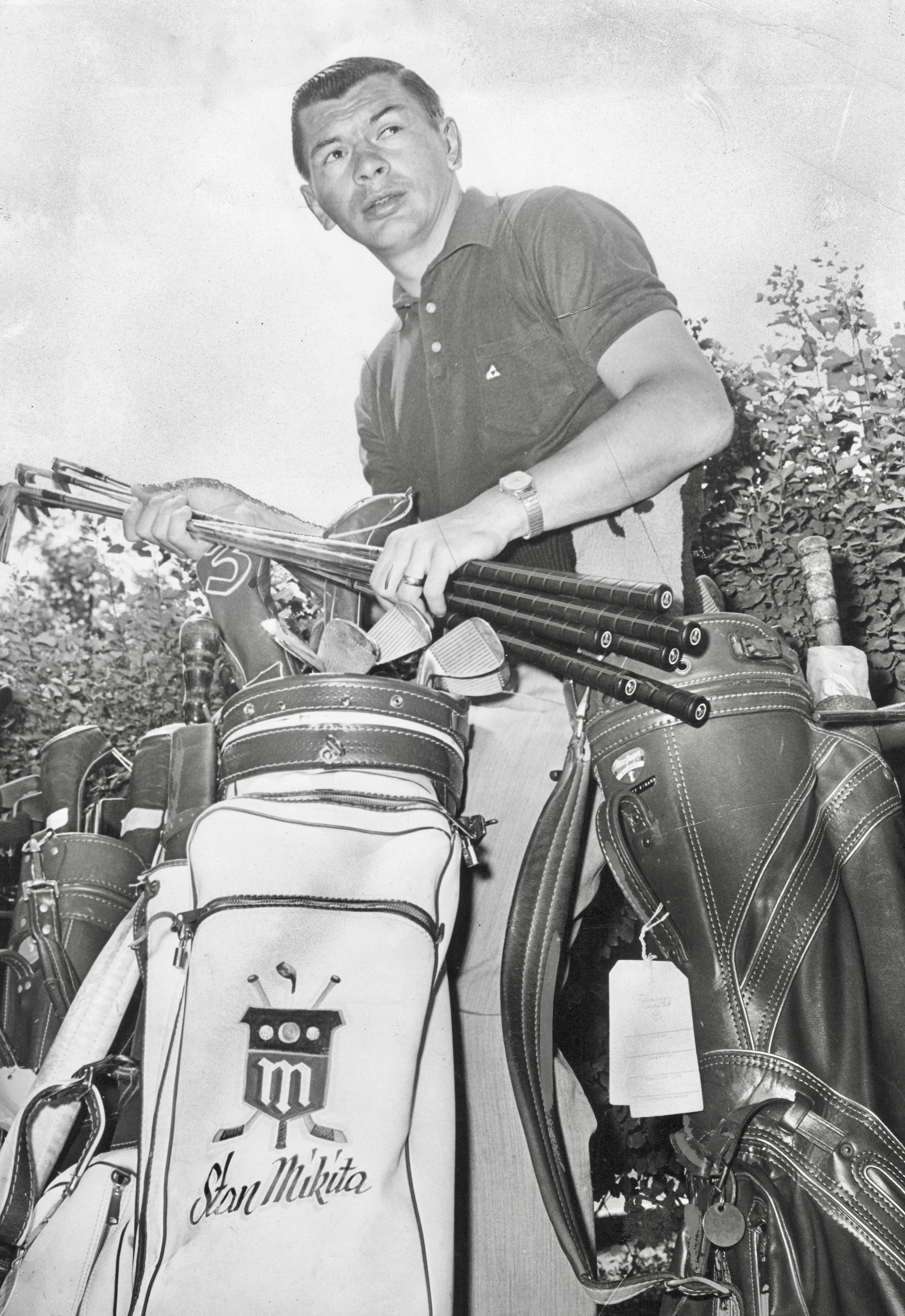 First Round  Stan Mikita stows his clubs as he readies to teeing off at the  Rolling Green Country Club in Arlington Heights be070a711